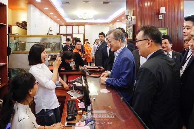문대통령이 베트남에서 아침으로 먹은 쌀국수