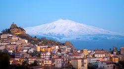 Το ηφαίστειο της Αίτνας μετακινείται. «Τσουλάει» αργά αλλά σταθερά προς τη