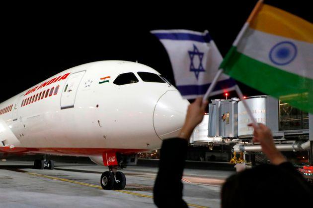 Un avion d'Air India arrive à l'aéroport de Tel-Aviv après le premier vol depuis...