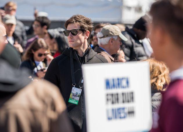 트럼프 사위 재러드 쿠슈너의 동생이 '총기규제' 시위에