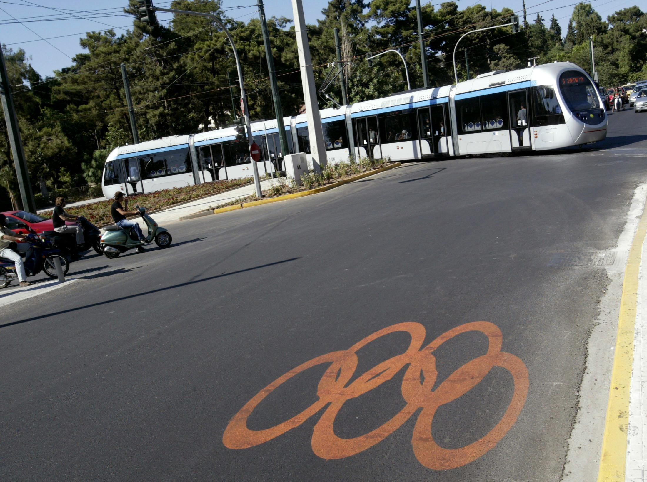Σύγκρουση τραμ με αστικό λεωφορείο στον Νέο