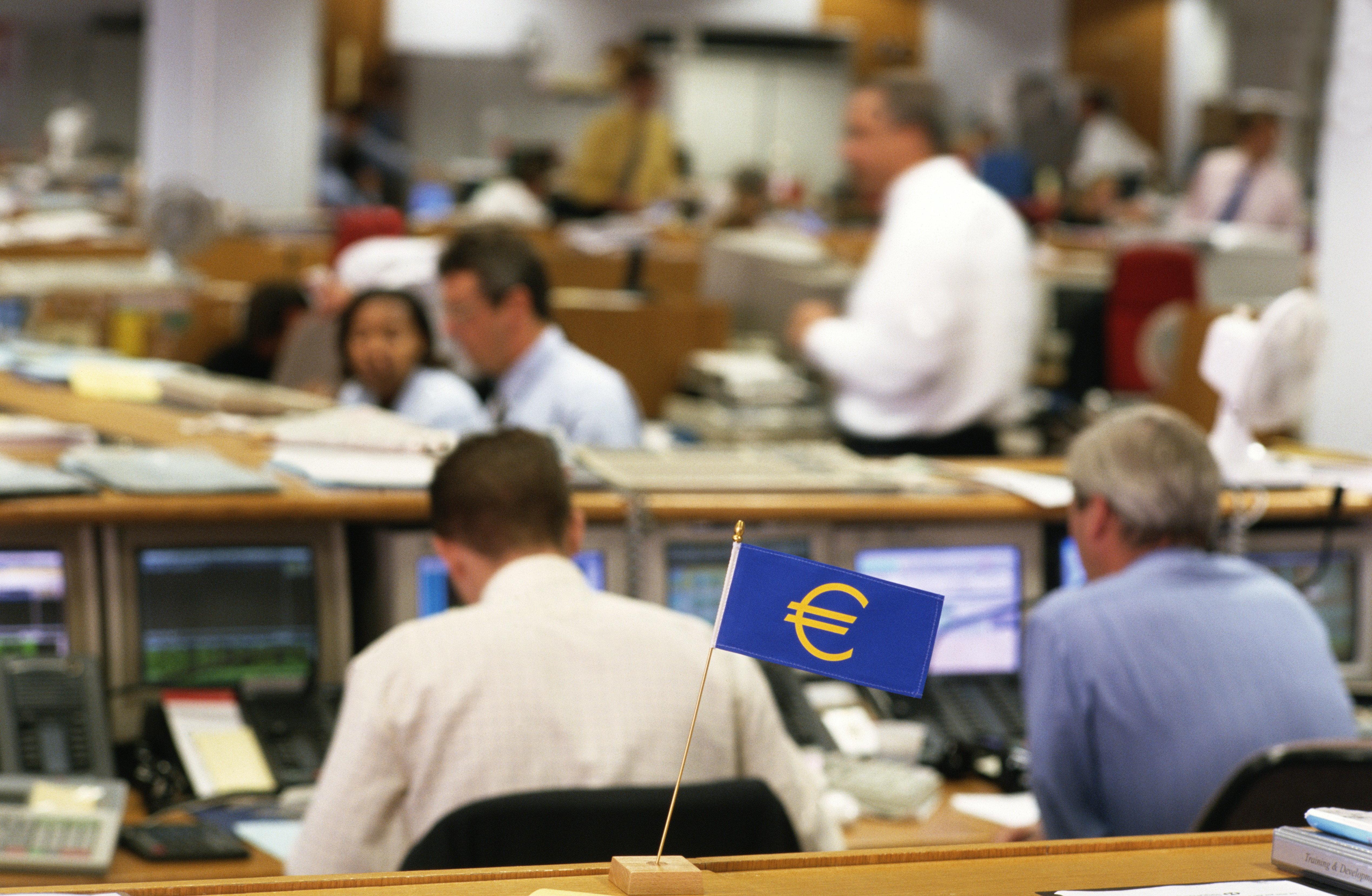 Πρόεδρος EuroWorkingGroup: Επέκταση της περιόδου αποπληρωμής των δανείων του EFSF και εξαγορά των δανείων του ΔΝΤ για την ελά...