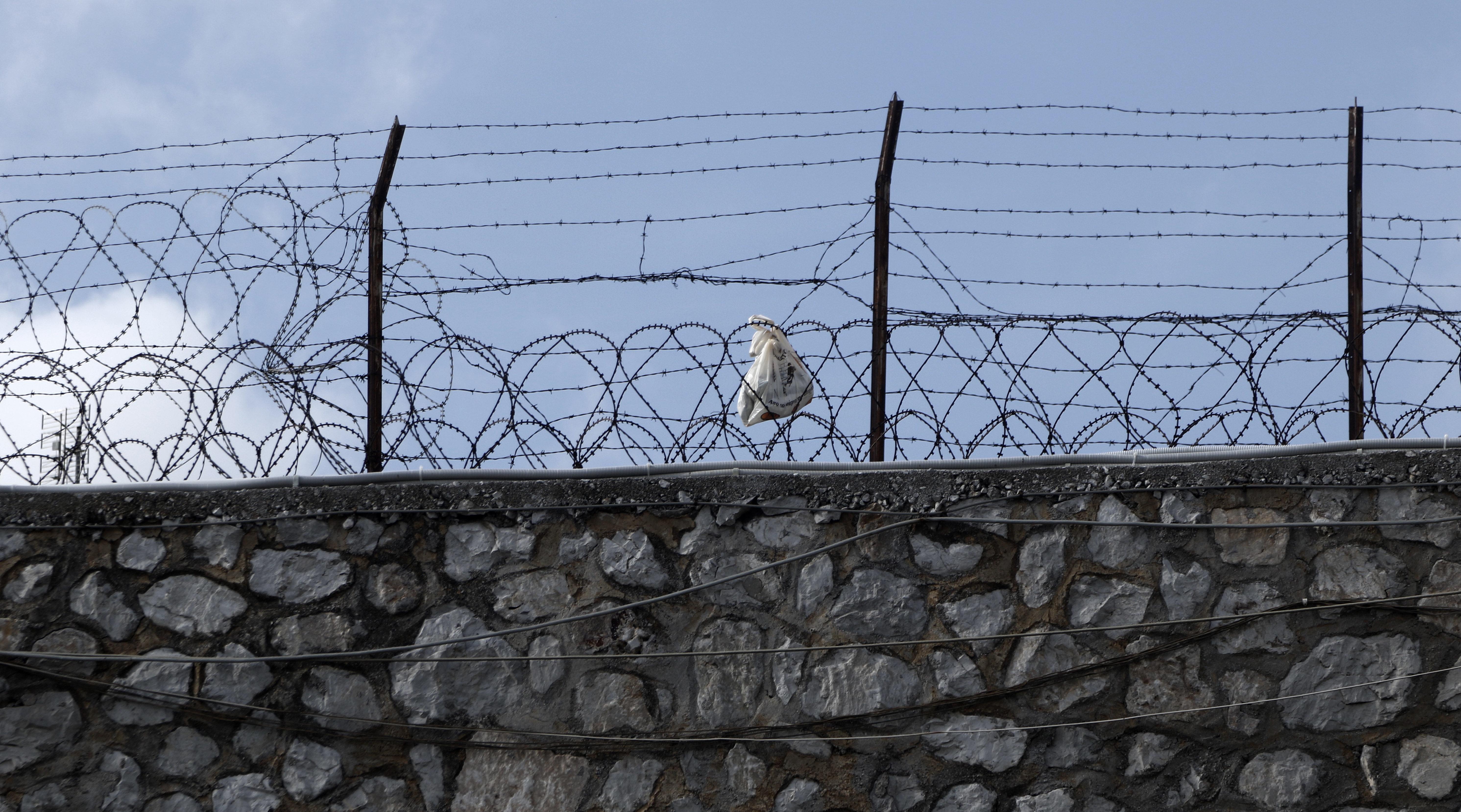 Τριπλή έρευνα σε εξέλιξη για την ομηρία στις φυλακές
