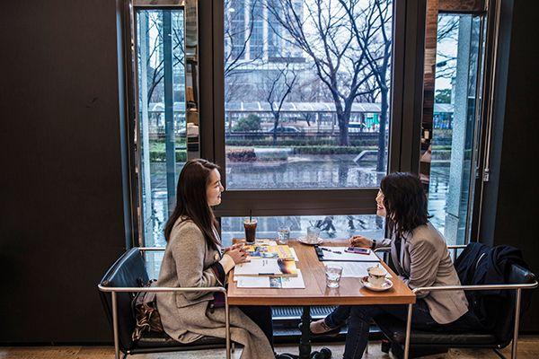 여의도의 한 커피숍에서 만난 최가은 후원자(좌)와 김민지