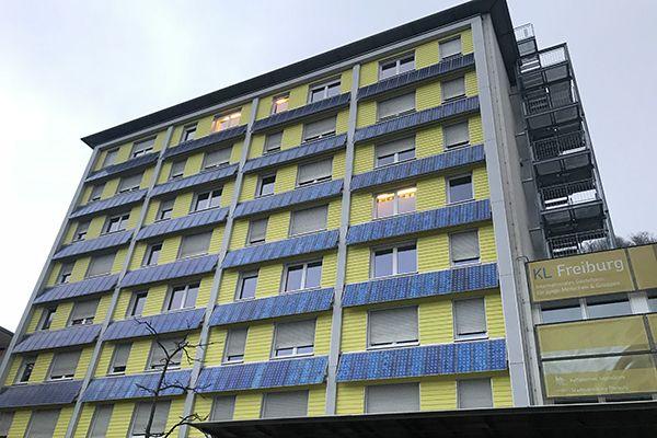 프라이부르크의 한 유스호스텔. 베란다태양광으로 생산한 전기를 판매하는 수익사업이 쏠쏠하다