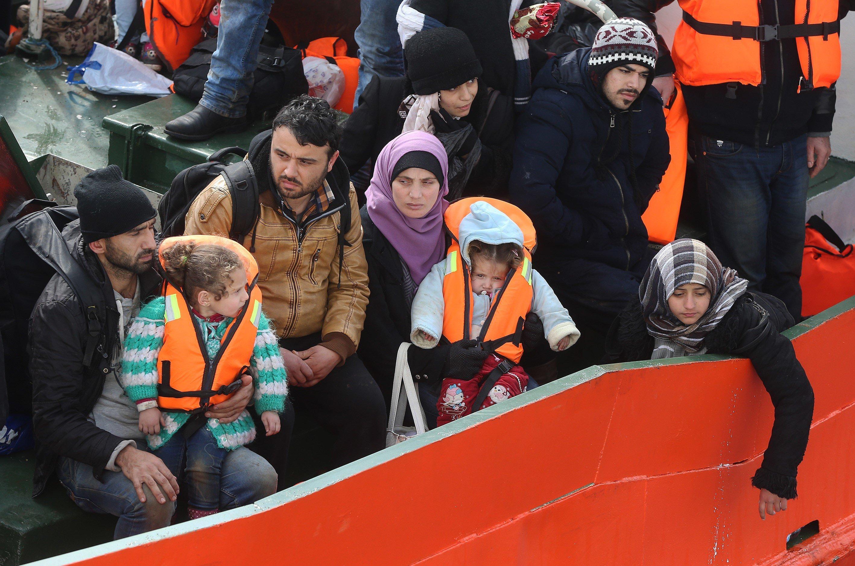 Πώς είναι να είσαι πρόσφυγας και να πέφτεις στα χέρια της τουρκικής ακτοφυλακής; Ένα βίντεο και δύο μαρτυρίες για έναν κοινό