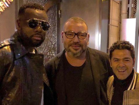 Le roi Mohammed VI pose avec Maître Gims et Jamel Debbouze à