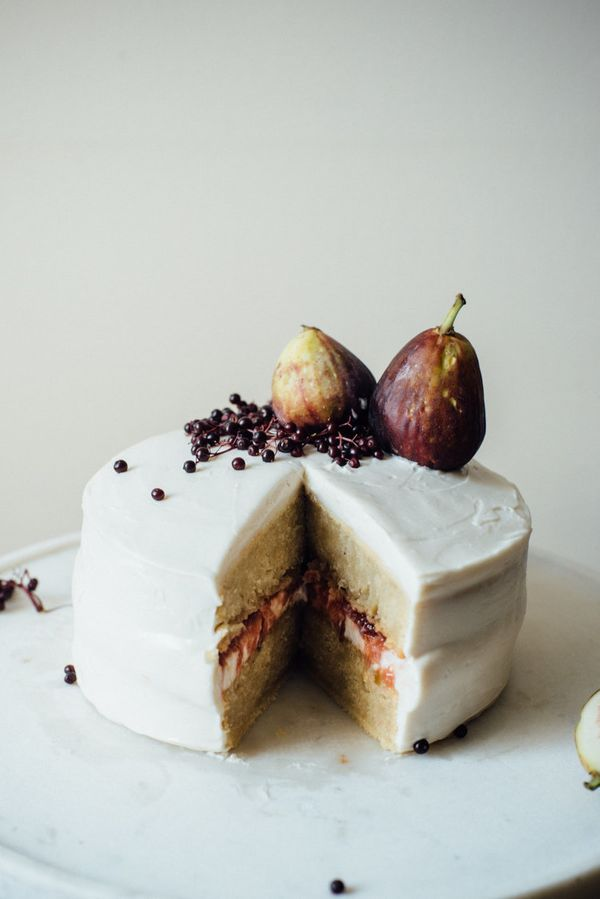 "<strong>Get the <a href=""http://www.dollyandoatmeal.com/blog/2014/9/15/hazelnut-layer-cake-w-fig-compote-cream-cheese-frostin"