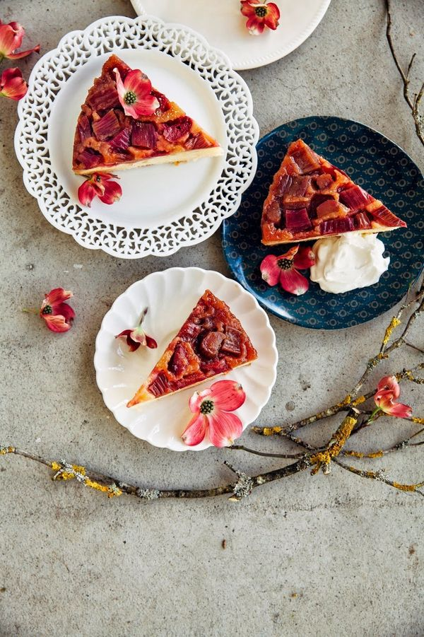"<strong>Get the <a href=""http://www.hummingbirdhigh.com/2015/04/rhubarb-and-marzipan-upside-down-cake.html"" target=""_blank"">R"