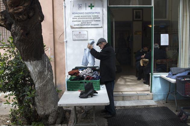 Λίγο κρασί, λίγοι πρόσφυγες και crisis porn: Ο Guardian πουλάει τουριστικό πακέτο με θέμα την Ελλάδα...
