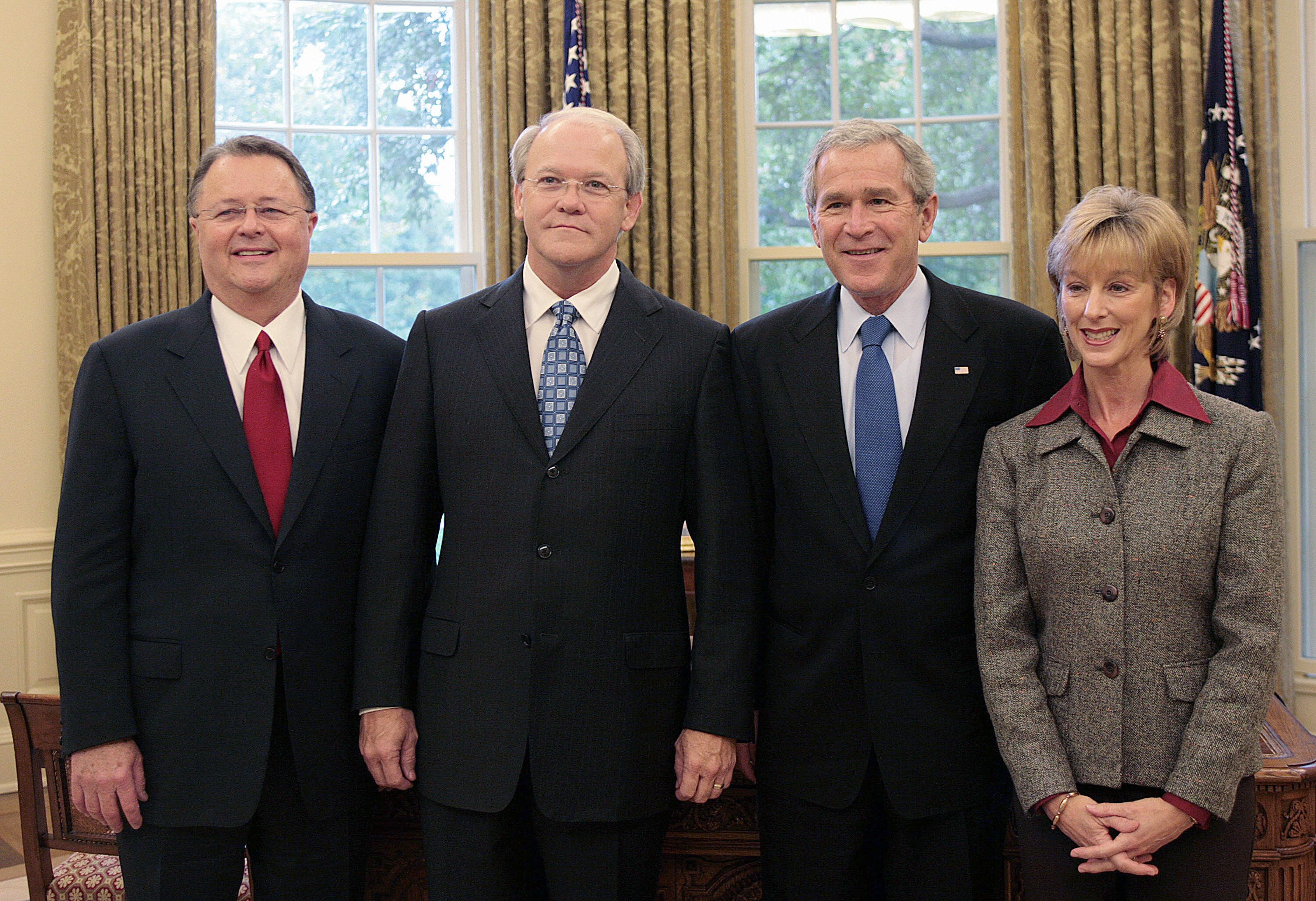 Washington, UNITED STATES:  US President George W. Bush (2nd R) poses with Southern Baptist Convention President Dr. Frank S. Page (2nd L), Dr. Page's wife Dayle (R), and President and CEO of the Executive Committee of Southern Baptist Convention D. Morris Chapman in the Oval Office of the White House in Washington, DC, 11 October 2006.      AFP PHOTO/Jim WATSON  (Photo credit should read JIM WATSON/AFP/Getty Images)