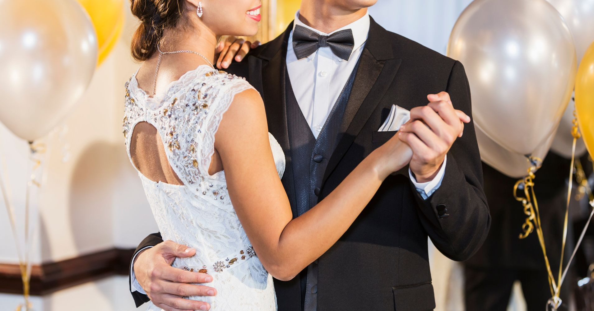 How Much Should A Couple Spend On A Wedding Gift: This Is How Much Americans Spend To Attend A Wedding
