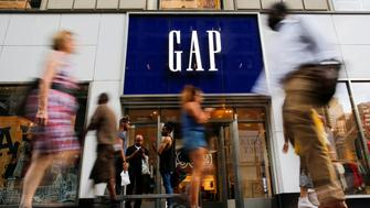 People pass by the GAP clothing retail store in Manhattan, New York, U.S., August 15, 2016. REUTERS/Eduardo Munoz