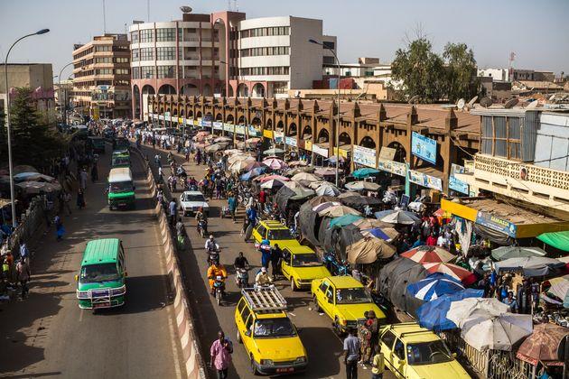 Αιματηρή επίθεση ενόπλων σε ξενοδοχείο το Μάλι, όπου διαμένουν στελέχη του