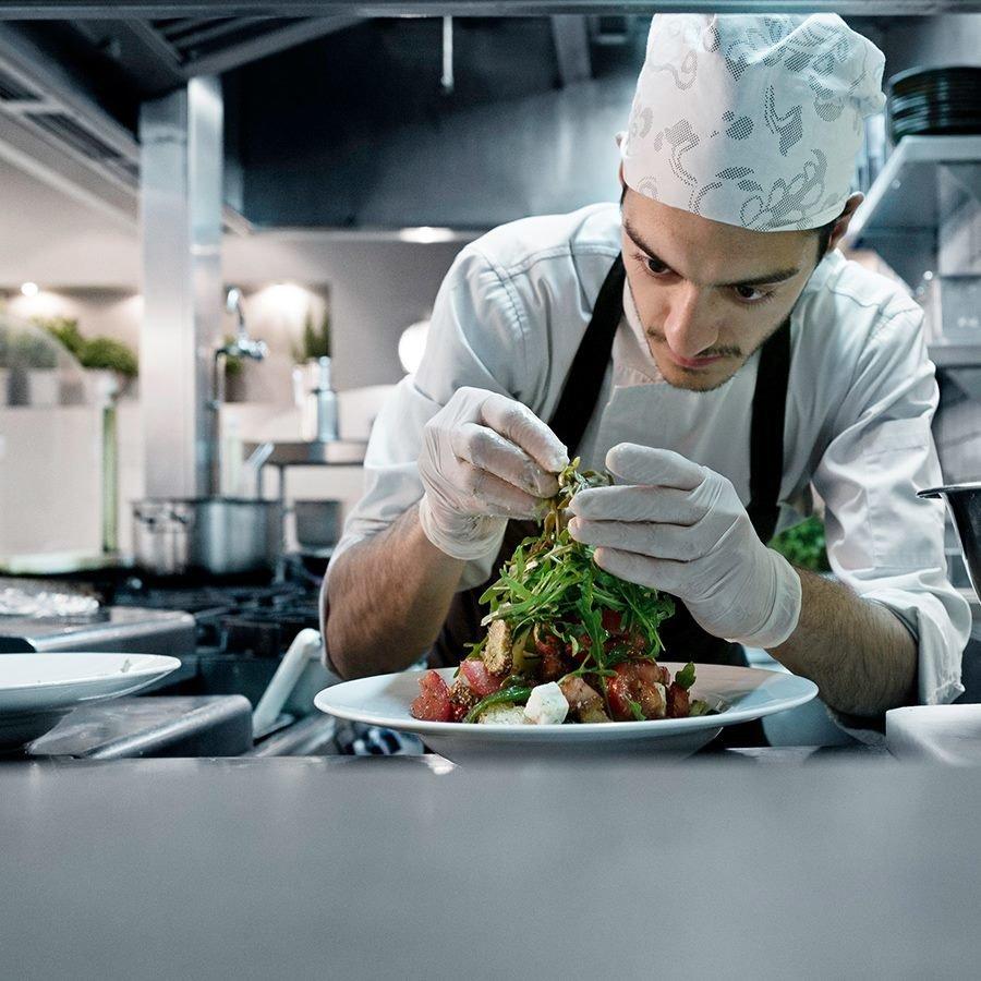 Πρωτεία και πάλι για τα ελληνικά εστιατόρια σύμφωνα με τον νέο οδηγό MICHELIN Main Cities of Europe