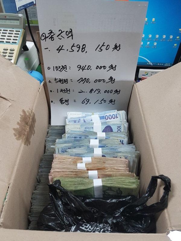 4년째 지역 소방관들에게 현금 상자를 보내는 기부자가