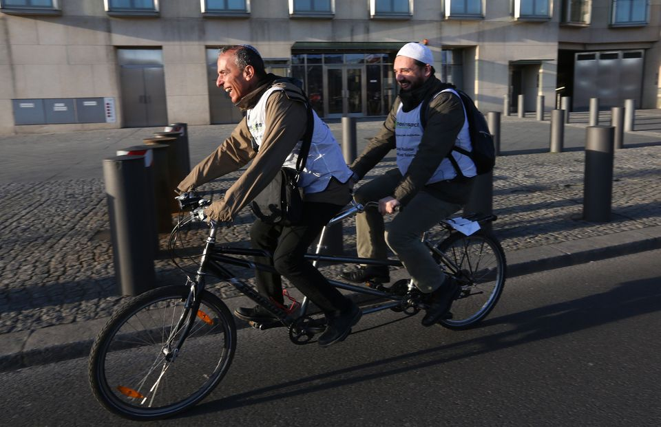 2015 fuhren Rabbi Daniel Alter (2015) und Imam Ferid Heider in Berlin