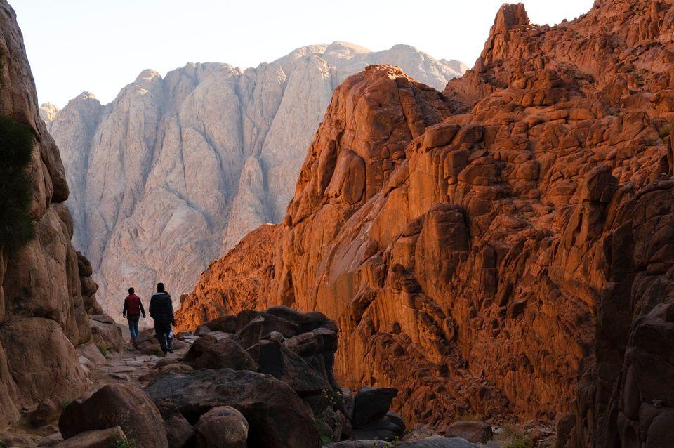 Wanderer am Berg Sinai, wo Moses die zehn Gebote empfangen haben