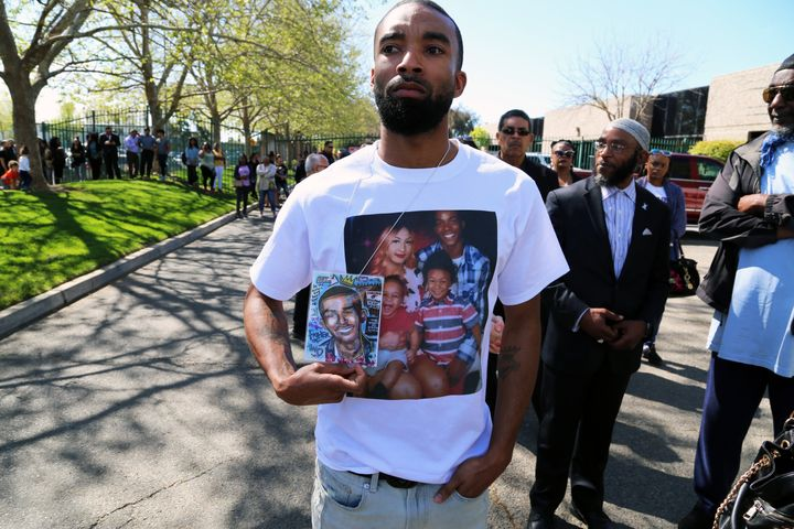 Hundreds of mourners lined up atBayside of South Sacramento Church Thursday for the funeral of 22-year-old Stephon Clar