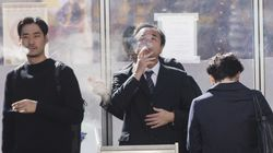 일본의 한 시청이 '흡연 후 45분간 엘리베이터 탑승 금지'라는 규정을
