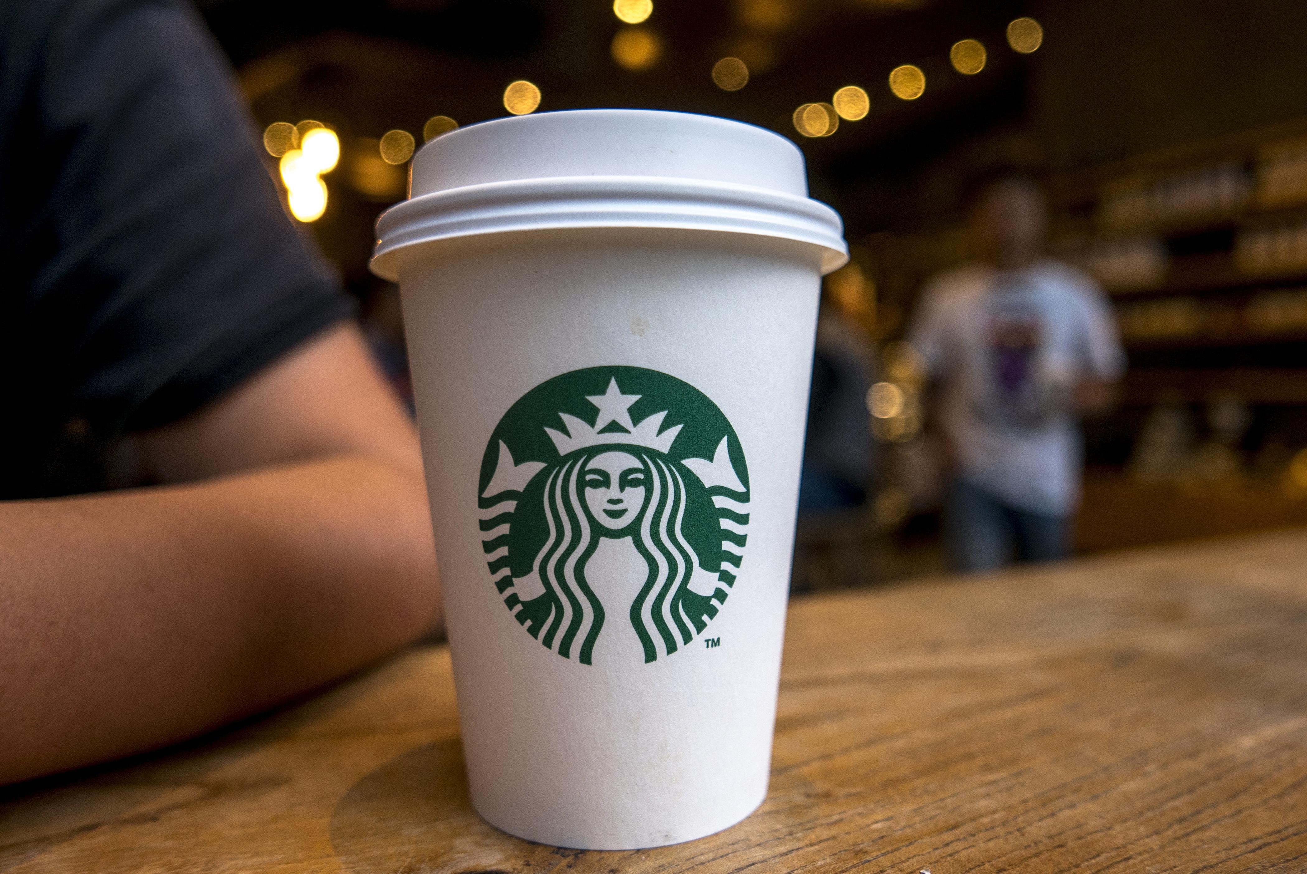 캘리포니아 내 스타벅스는 앞으로 컵에 '발암물질 경고문'을 붙여야