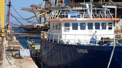 Περί τις 2.500 κούτες λαθραία τσιγάρα μετέφερε πλοίο και εντοπίστηκε ανοιχτά της Γυάρου. Στον Εισαγγελέα Σύρου το