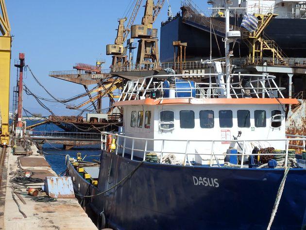 Περί τις 2.500 κούτες λαθραία τσιγάρα μετέφερε πλοίο και εντοπίστηκε ανοιχτά της Γυάρου. Στον Εισαγγελέα...