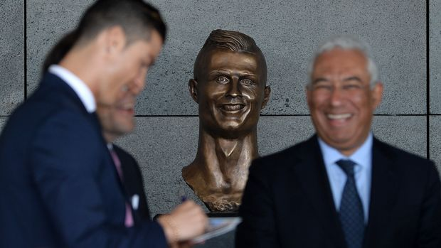 SANTA CRUZ, MADEIRA, PORTUGAL - MARCH 29: Statue of Cristiano Ronaldo at the ceremony at Madeira Airport to rename it Cristiano Ronaldo Airport on March 29, 2017 in Santa Cruz, Madeira, Portugal. (Photo by Octavio Passos/Getty Images)
