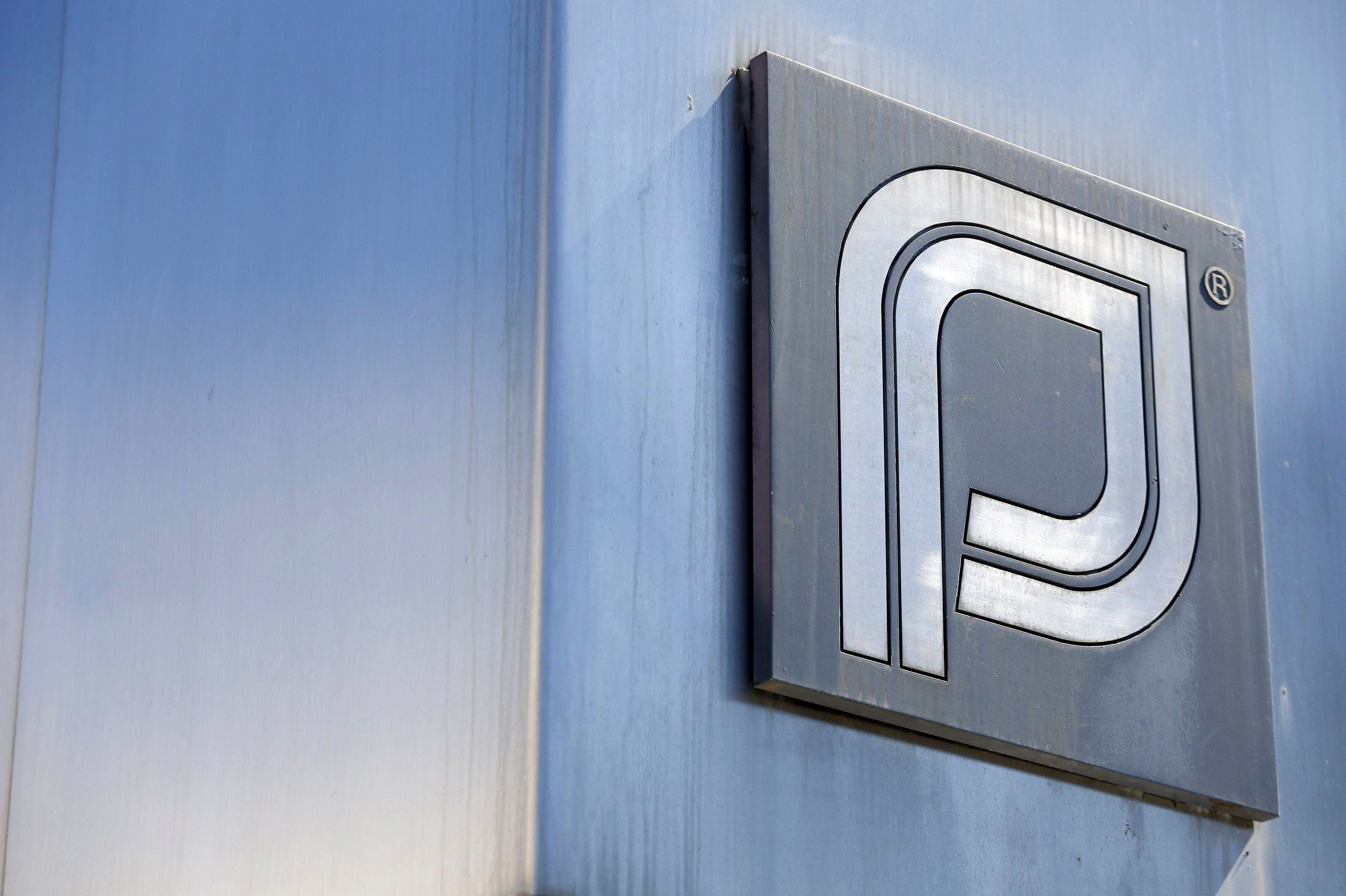 The Planned Parenthood logo is pictured outside a clinic in Boston, Massachusetts, June 27, 2014. The U.S. Supreme Court handed a victory to anti-abortion activists on Thursday by making it harder for states to enact laws aimed at helping patients entering abortion clinics to avoid protesters, striking down a Massachusetts statute that had created a no-entry zone. REUTERS/Dominick Reuter  (UNITED STATES - Tags: CRIME LAW HEALTH SOCIETY BUSINESS LOGO)
