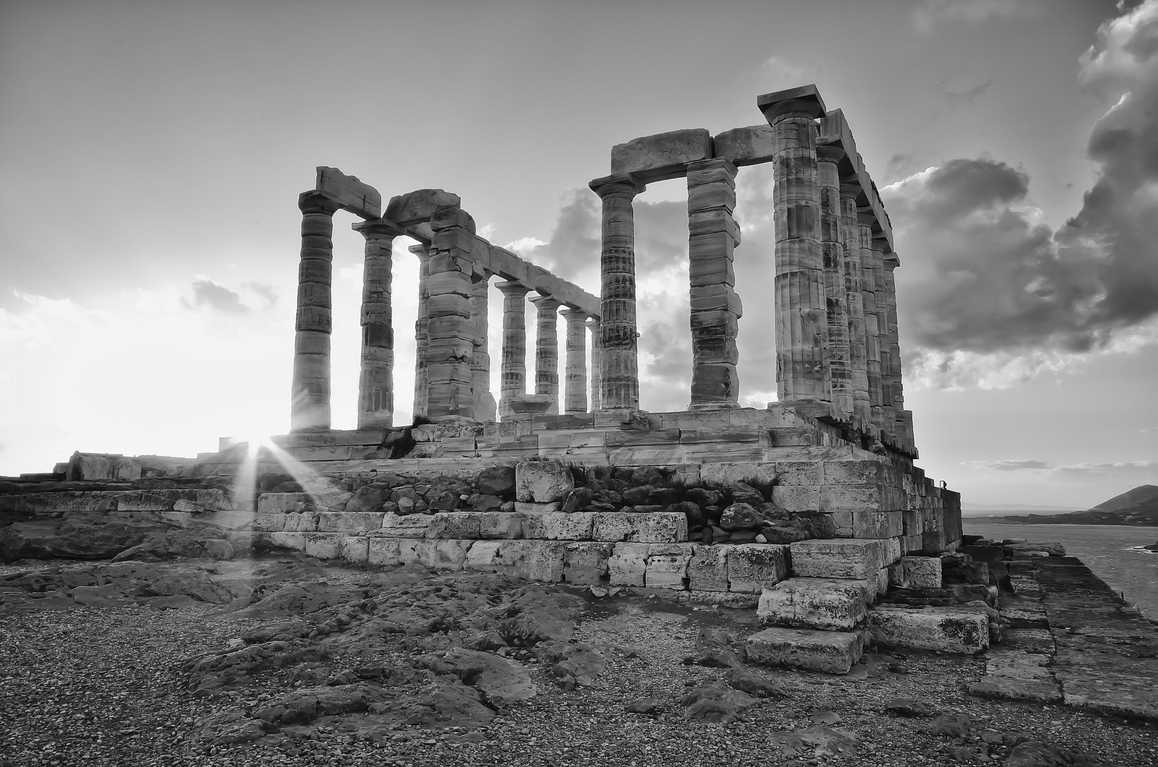«Είναι απογοητευτικό να χρειάζεται υπουργική παρέμβαση για ένα αίτημα γυρισμάτων σε αρχαιολογικό χώρο», απαντά η Ελλ. Ακαδημί...