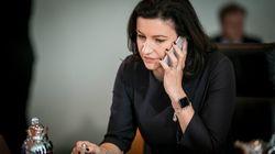Digitalministerin Bär will Schulbücher abschaffen