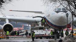 Έφτασε στη Μόσχα το πρώτο αεροπλάνο με τους απελαθέντες Ρώσους