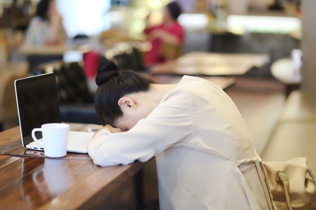 잘 사는 나라는 잠도 많이 자지만 한국은