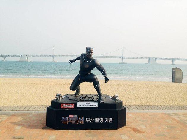 부산 광안리 해변에 설치된 '블랙팬서'