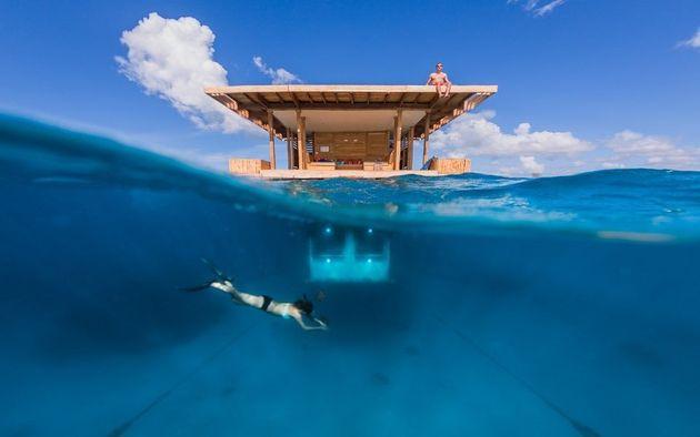 Dans cet hôtel situé dans l'archipel de Zanzibar, on dortdans un bungalow flottant...