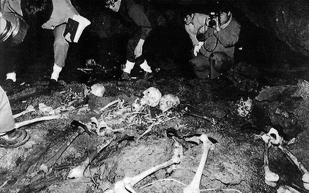 제주4·3연구소 조사반이 1992년 2월 제주도 북제주군 구좌읍 중산간 '다랑쉬오름' 주변 동굴에서 발견한 4·3 때 희생된 것으로 추정되는