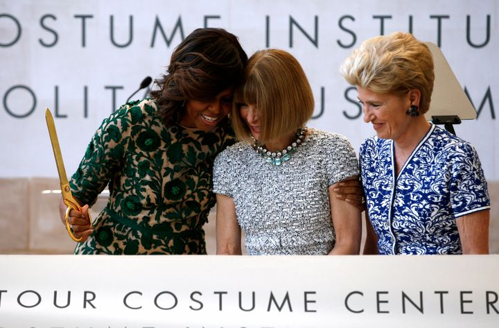 Αγκαλιά με την Michelle Obama.