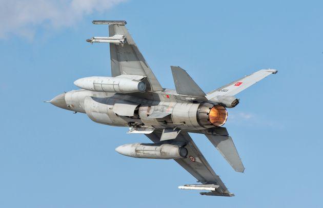 Τουρκικό F-16 πέταξε σε χαμηλό ύψος πάνω από το