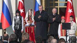 Η επίσκεψη-υπερπαραγωγή Πούτιν στην Άγκυρα, οι πύραυλοι S-400 και πυρηνικό