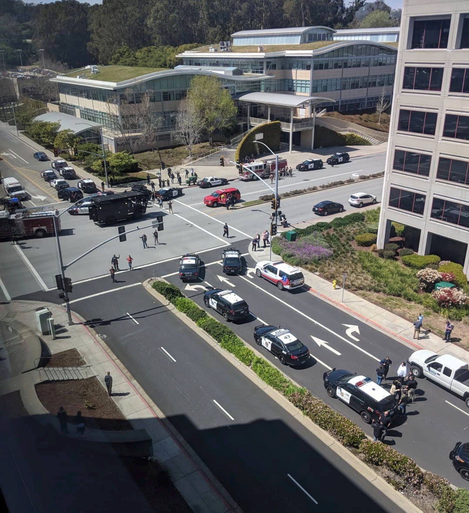 Officials are seen following a possible shooting at the headquarters of YouTube, in San Bruno, California, U.S., April 3, 2018 in this picture obtained from social media. GRAEME MACDONALD/via REUTERS THIS IMAGE HAS BEEN SUPPLIED BY A THIRD PARTY. MANDATORY CREDIT. NO RESALES. NO ARCHIVES. MUST ON SCREEN COURTESY GRAEME MACDONALD. - RC19707D67B0