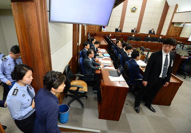 박근혜 전 변호인이 재판 생중계에 대해 가처분 신청을 낸