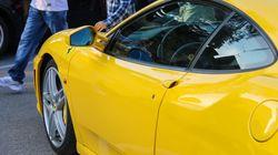 Brite versteigert auf Ebay seinen Ferrari –und fotografiert dazu Frau in eindeutiger Pose