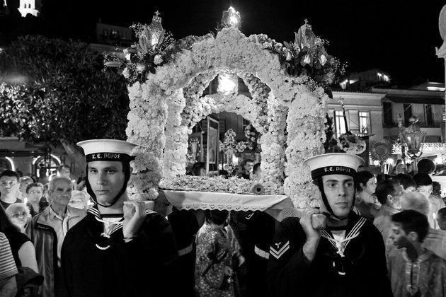 Τα λουλούδια του Επιτάφιου: Η ιστορία, η γκάμα και οι διαφορές με την