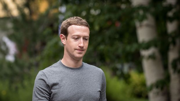 SUN VALLEY, ID - JULY 14: Mark Zuckerberg, chief executive officer and founder of Facebook Inc., attends the fourth day of the annual Allen & Company Sun Valley Conference, July 14, 2017 in Sun Valley, Idaho. Every July, some of the world's most wealthy and powerful businesspeople from the media, finance, technology and political spheres converge at the Sun Valley Resort for the exclusive weeklong conference. (Photo by Drew Angerer/Getty Images)