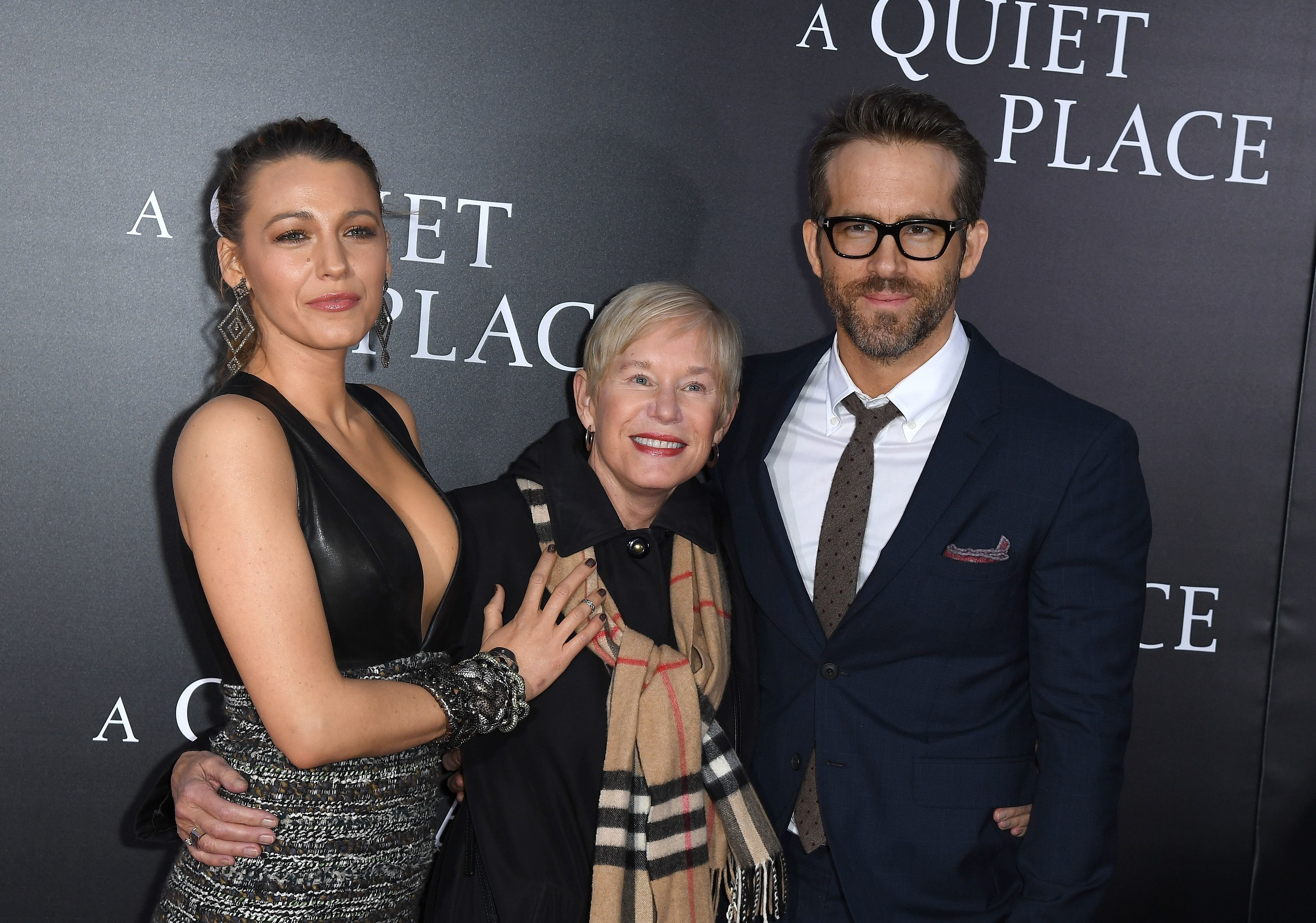 Blake Lively, Tammy Reynolds and Ryan Reynolds attend the Paramount Pictures premiere for 'A Quiet Place' at AMC Lincoln Square Theater on April 2, 2018 in New York City. / AFP PHOTO / ANGELA WEISS        (Photo credit should read ANGELA WEISS/AFP/Getty Images)