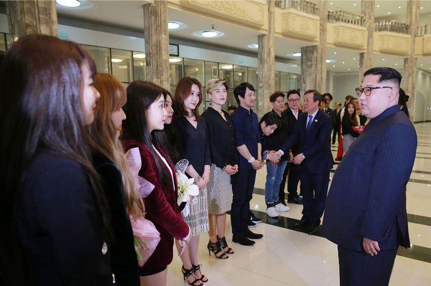 김정은은 K팝에 관심을 표했지만, 정작 북한 주민들은 아무것도 들을 수