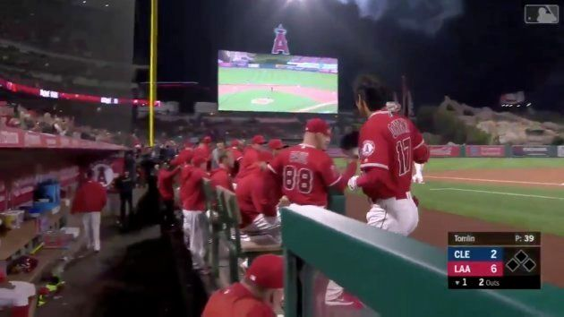 첫 홈런을 친 오타니는 메이저리그의 전통에