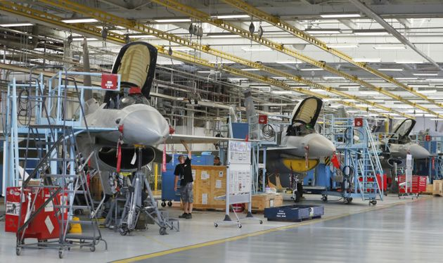 Οι ΗΠΑ πουλάνε σε τρεις χώρες μέλη της ΕΕ οπλικά συστήματα και F-16 αξίας 4,7δισεκ.