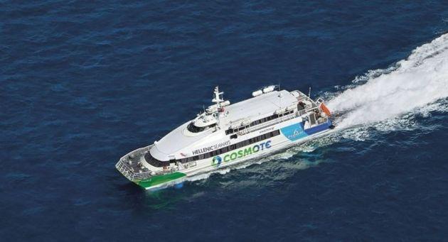 Η μηχανική βλάβη στο FlyingCat 6 ανοιχτά της Αίγινας έστειλε τους 332 επιβάτες να ταξιδέψουν τελικά