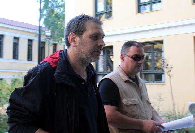 Ο Στέφανος Χίος είχε άδεια οπλοφορίας. Καταζητείται από την ΕΛ.ΑΣ. για